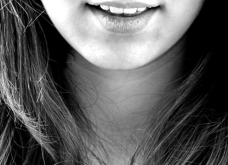 Digrignare i denti: cause e rimedi del bruxismo