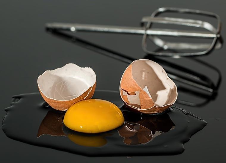 Maschera per capelli all'uovo, benefici e proprietà
