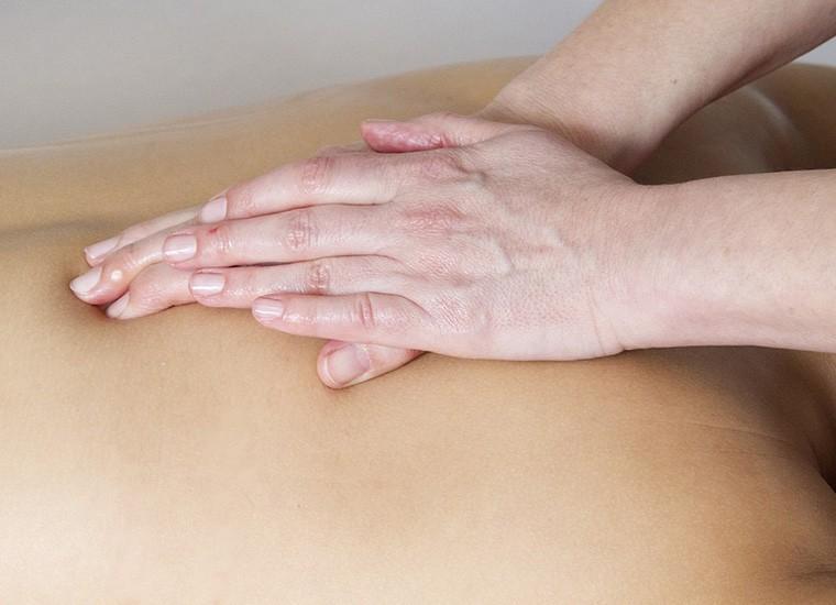 Massaggio connettivale: cos'è e tecniche di esecuzione