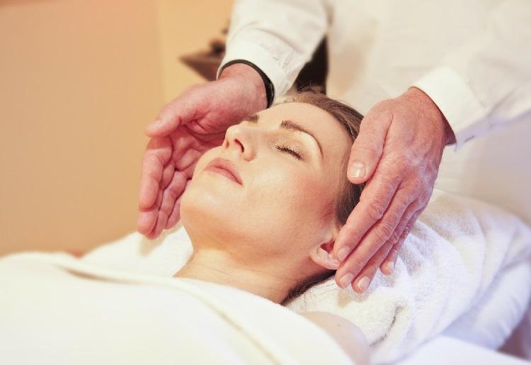 Il massaggio al viso per rimanere giovani e belle!