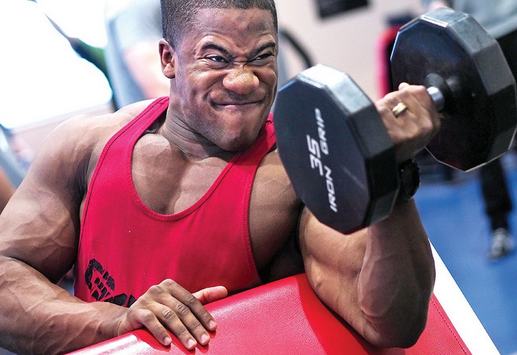 Esercizi con i pesi per le braccia: ecco quali sono i migliori