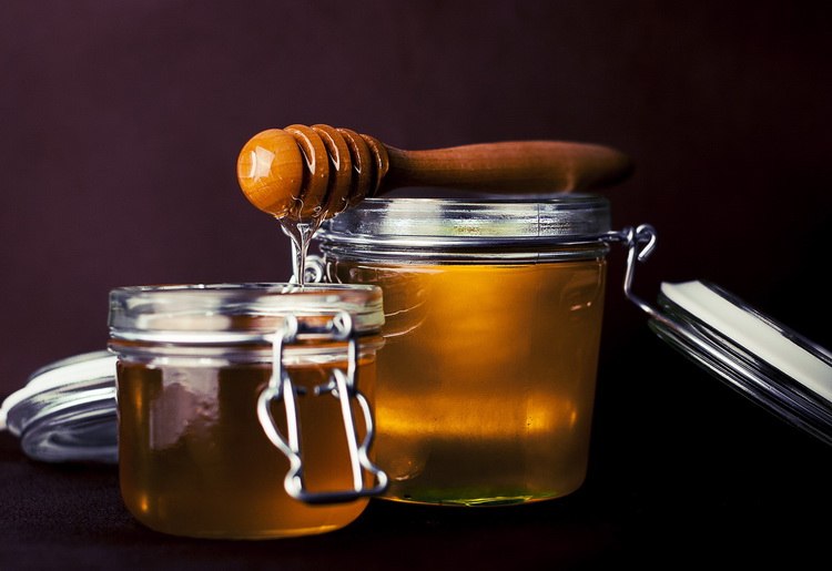 Maschera al miele per il viso: ecco i benefici e le proprietà