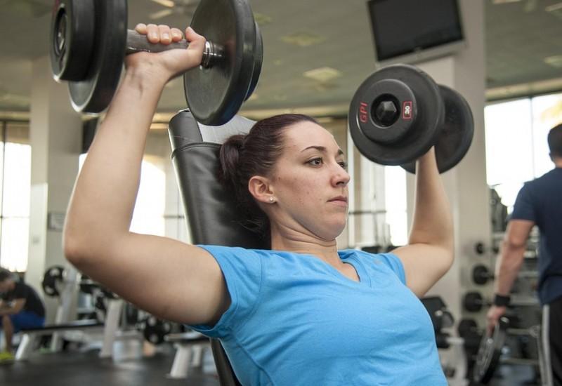 Scopriamo insieme alcuni semplici esercizi per aumentare il seno