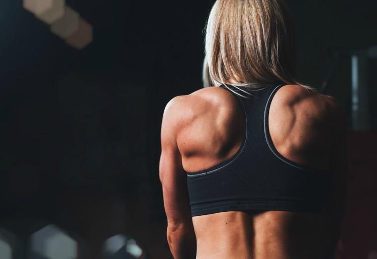Potenziamento spalle corpo libero: gli esercizi da fare a casa