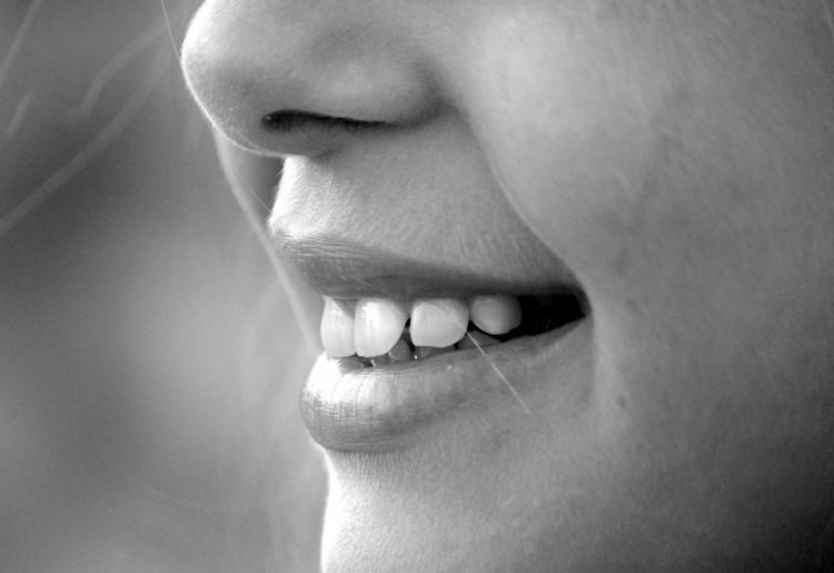 Punti neri sul naso: perché si formano e come rimuoverli