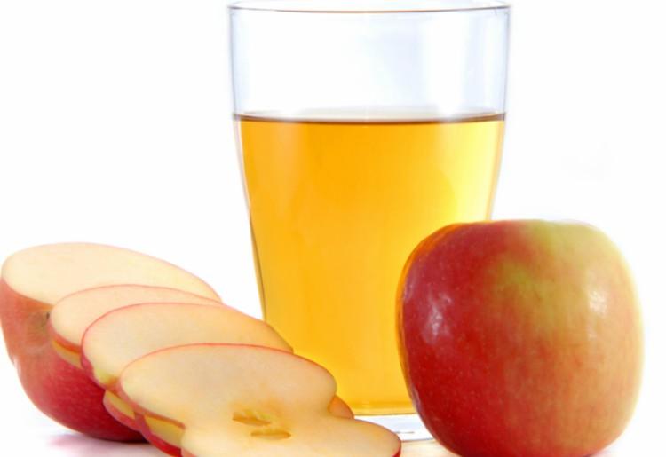 Succo di mela puro: proprietà di una bevanda da preparare in casa