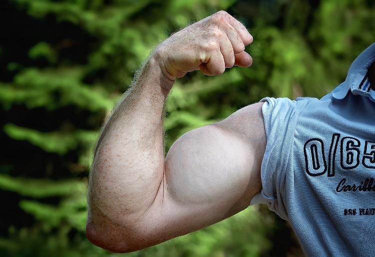 Esercizi braccia flaccide, consigli per tonificarle