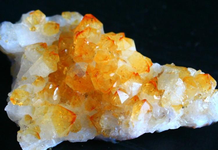 Quarzo citrino: caratteristiche e proprietà di una splendida pietra