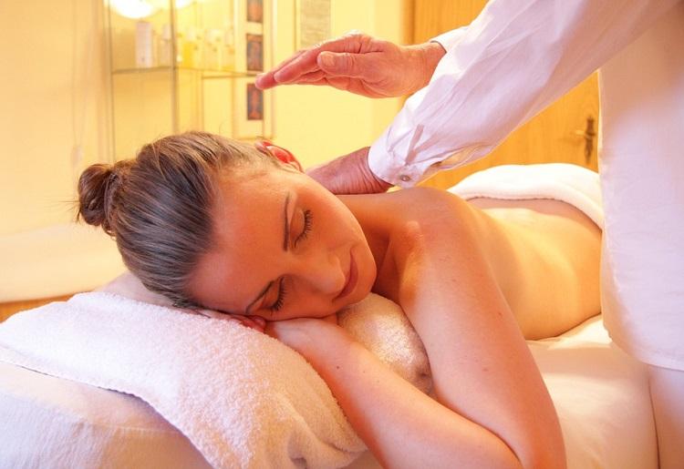 I benefici del massaggio Breuss, come si fa e a cosa serve