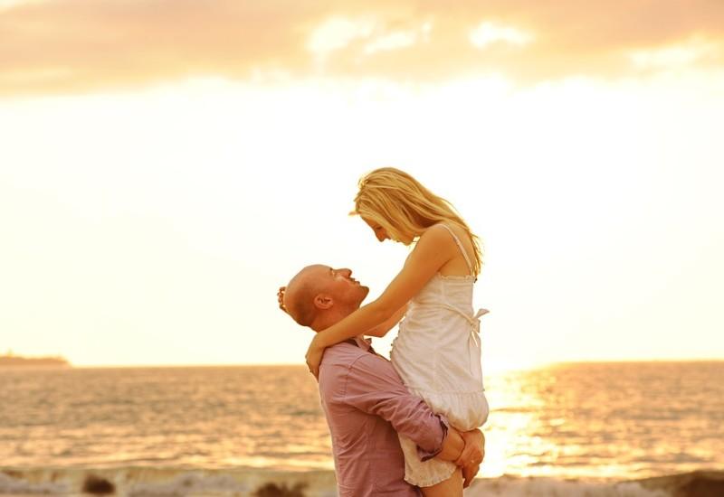 Ossitocina, cos'è e dove si trova l'ormone dell'amore