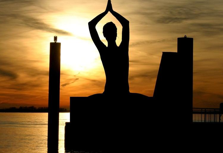Iyengar Yoga, cos'è, come si fa e consigli utili