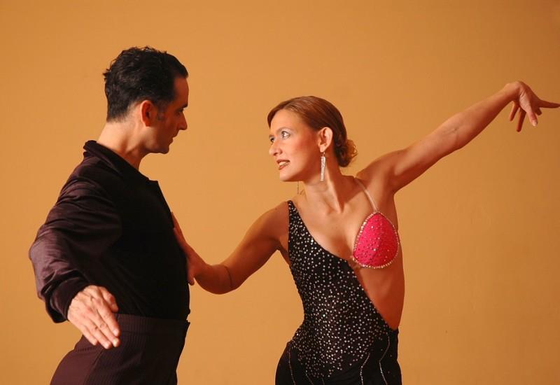 Passi base salsa, i movimenti basilari per ballare