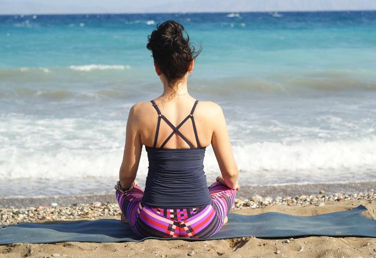 Yoga e scoliosi, come fare: consigli ed esercizi
