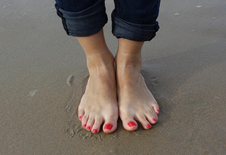 Distorsione alla caviglia, cause, sintomi e rimedi
