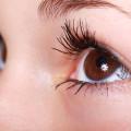 trucco naturale occhi marroni