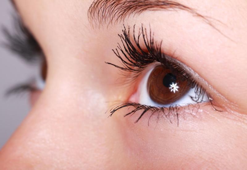 Trucco naturale per occhi marroni, come farlo al meglio