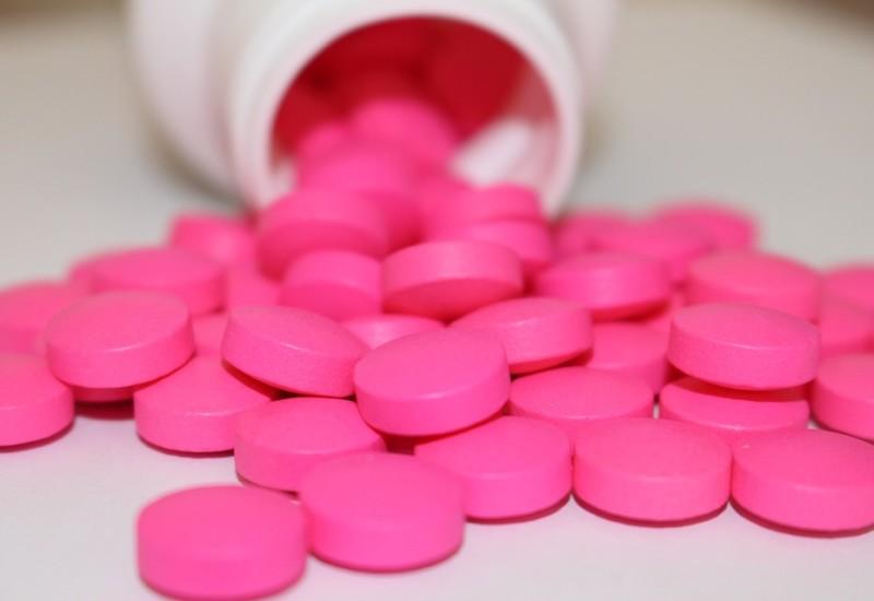 Ibuprofene, a cosa serve, proprietà ed effetti collaterali